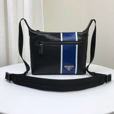 The latest single shoulder diagonal men's bag